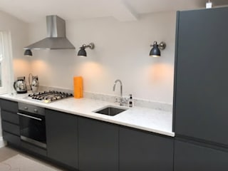 Grey Handleless Kitchen Cuisine moderne par Just Click Kitchens Moderne