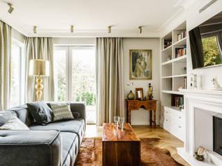 Phòng khách phong cách chiết trung bởi Anna Serafin Architektura Wnętrz Chiết trung
