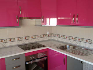 Cooperativa de la madera 'Ntra Sra de Gracia' KitchenCabinets & shelves Kayu Buatan Multicolored