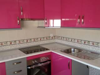 Cooperativa de la madera 'Ntra Sra de Gracia' CocinaEstanterías y gavetas Derivados de madera Multicolor