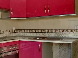 Cooperativa de la madera 'Ntra Sra de Gracia' CocinasEstanterías y despensas Derivados de madera Multicolor
