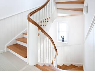 Couloir, entrée, escaliers classiques par Müllers Büro Classique