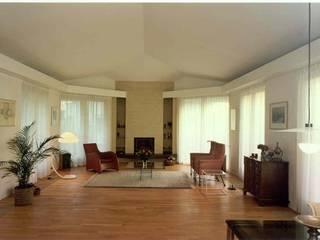 Eclectic style living room by Voets Architectuur en Stedenbouw Eclectic