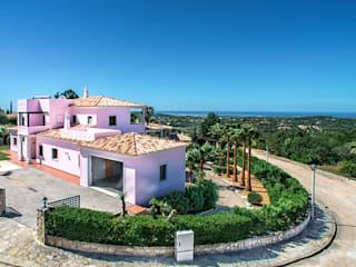 Lux Villa:   por WOW Smart Living