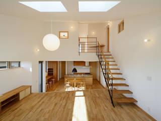 Salas / recibidores de estilo  por 株式会社kotori, Moderno