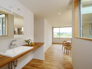 Salle de bain moderne par 株式会社kotori Moderne