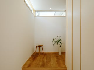 Corridor, hallway by 株式会社kotori, Modern