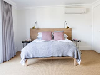 House Oranjezicht:  Bedroom by ATTIK Design
