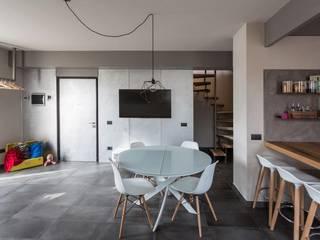 Modern dining room by km 429 architettura Modern