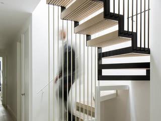 Corridor & hallway by Guttfield Architecture