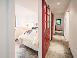 BLDG Workshop Inc. Modern Corridor, Hallway and Staircase