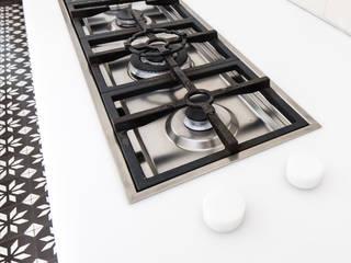 BLACK & WHITE:   door ZOOM.INDUSTRIES