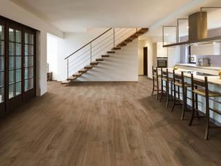 Wood effect tiles Ruang Keluarga Klasik Oleh ItalianGres Klasik