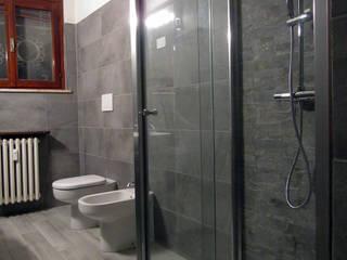 CASA P: Bagno in stile  di CARLO OMINI ARCHITETTO
