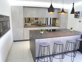 An effortlessly, stylish design Modern kitchen by PTC Kitchens Modern
