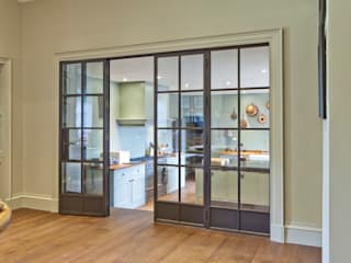 Multiple Bronze Screens with plain and mirrored glazing Architectural Bronze Ltd Ramen & deurenDeuren Koper / Brons / Messing Bruin