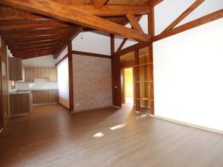Celebração da Madeira: Salas de estar campestres por ECOSITANA - Casas de Madeira Portugal