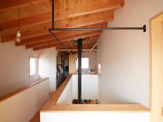 一級建築士事務所co-designstudio Pasillos, vestíbulos y escaleras de estilo escandinavo