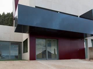 Empreendimento LUZIA VILLAS | Edifício Multifamiliar: Casas  por Valdemar Coutinho Arquitectos,Moderno