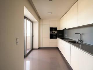 Valdemar Coutinho Arquitectos 現代廚房設計點子、靈感&圖片