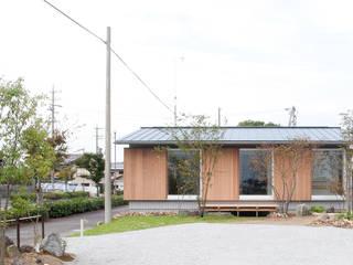 新田の家: 横山浩之建築設計事務所が手掛けた和室です。