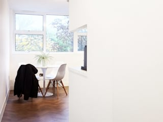 Refurbishment of a 250sqft apartment next to Hyde Park, London, W2 Minimalist dining room by GK Architects Ltd Minimalist