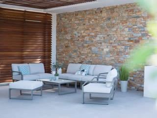 Canapé XENAH:  de style  par Les Jardins