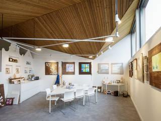 Interieur: Poolhouse / Atelier :  Mediakamer door [delacourt][vanbeek]
