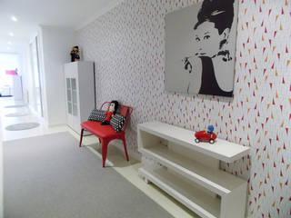 Decoración Entrada Pop Pasillos, vestíbulos y escaleras de estilo minimalista de betistudio Minimalista