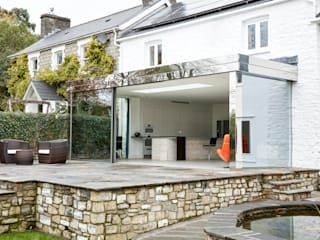 Welsh Wonder - Country Home with various structural glass interventions Trombe Ltd Cocinas modernas: Ideas, imágenes y decoración