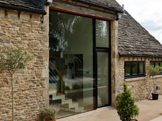 Structural Glazed Screen designed by Trombe Trombe Ltd Puertas y ventanas modernas