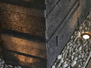 Dinding & Lantai Modern Oleh TREVINO.CHABRAND   Architectural Studio Modern