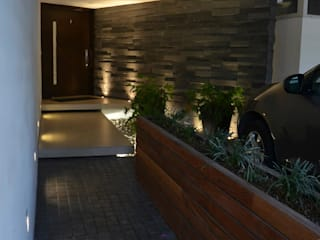 TREVINO.CHABRAND | Architectural Studio Garajes y galpones de estilo moderno