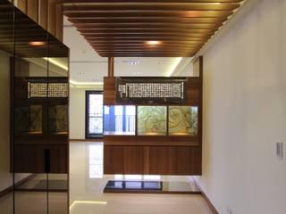 Asian style corridor, hallway & stairs by 東之光室內裝修設計有限公司 Asian