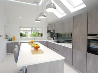 Contemporary design with plenty of light PTC Kitchens Cucina moderna
