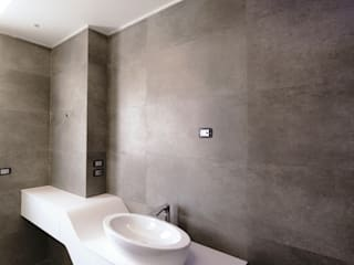 Modern Bathroom by yesHome Modern