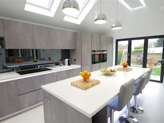 Contemporary design with plenty of light : modern Kitchen by PTC Kitchens