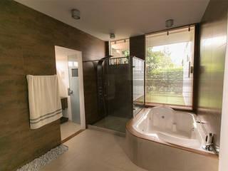 Baño principal : Baños de estilo  por Arquitectura Positiva
