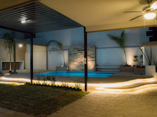CUMBRES MADEIRA Modern pool by Superficie Actual Modern