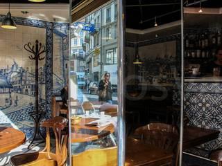 Restaurant - Lausanne 9 (Le P'tit Central): Paredes  por Sant'Anna,Clássico