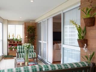 Балкон и терраса в рустикальном стиле от Eduardo Luppi Paisagismo Ltda. Рустикальный