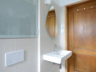 Minimalist bathroom by MIEJSCA Minimalist