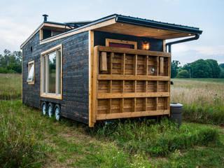 Casas minimalistas de Greenmoxie Magazine Minimalista Madera Acabado en madera