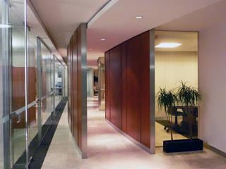 Oficinas de estilo  por Taller Plan A,