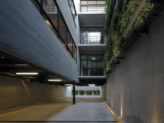 Garajes y galpones de estilo  por Taller Plan A,