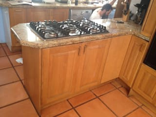in stile  di Boss Custom Kitchens (PTY)LTD