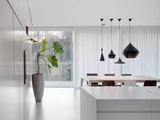 Haus 3M Interior destilat Design Studio GmbH Moderne Esszimmer