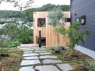 Modern Garden by Shikinowa Design Modern
