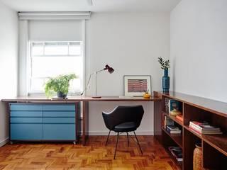 Projekty,  Domowe biuro i gabinet zaprojektowane przez INÁ Arquitetura