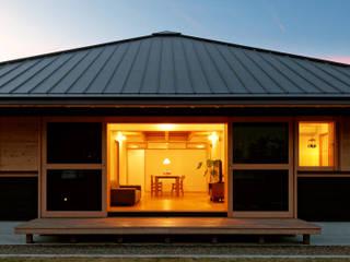 YK House 方形屋根の家: 磯村建築設計事務所が手掛けた家です。